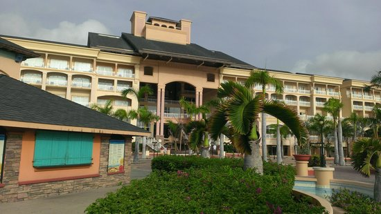 Marriott's St. Kitts Beach Club: back of the hotel facing the pool, very nice