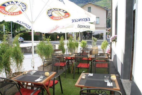 Hotel-Restaurant du Stand: Terrasse ombragée