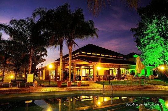 Hotel Pousada Aguas de Bonito: Hotel at night