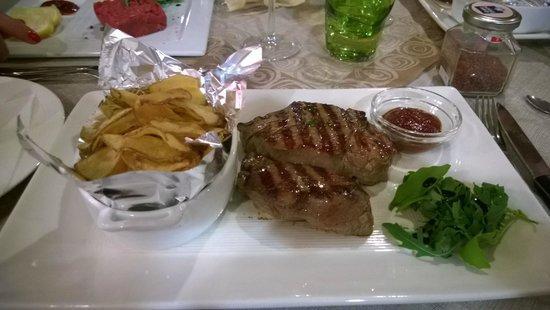 Trattoria Risorgimento : filetto e chips di patate