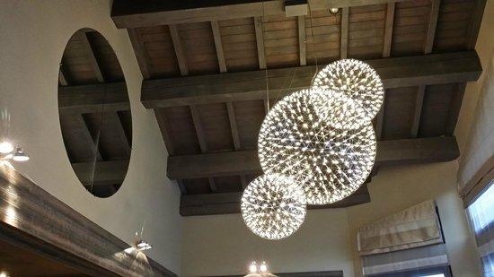 lustre de la salle a manger - Photo de Restaurant Jean Sulpice ...