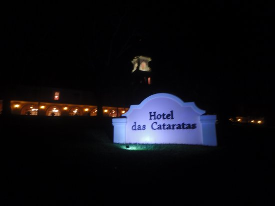 Belmond Hotel das Cataratas: Hotel at night