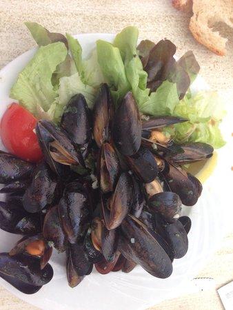Le Cafe du Phare : Entree moules en persillade