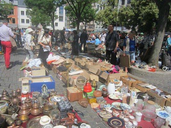 Marché Aux Puces de Bruxelles : Typical Flea market junk