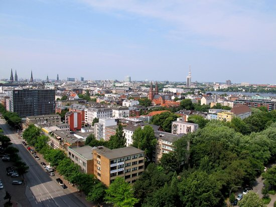 Novotel Suites Hamburg City hotel : View from 17th floor facing St. Georg district and old city