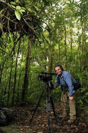 Forest Alive: Andrès est un guide sympa, pro et bien équipé. Andrès is a very kind guide, pro and well equiped