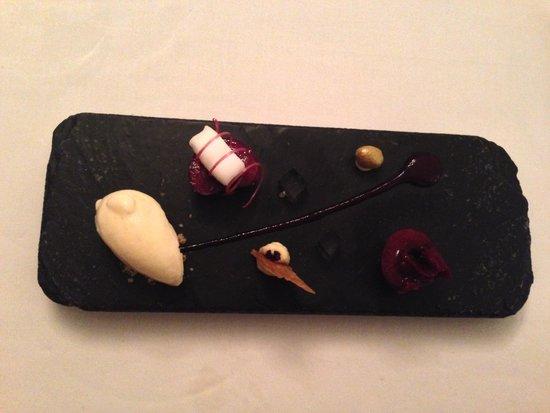 Kastell: Dessert a base di ciliegie
