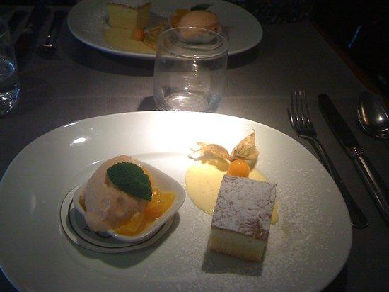 Emporio Armani Caffè & Ristorante: Délicieux petits desserts