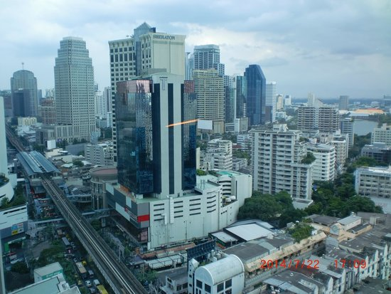 Sofitel Bangkok Sukhumvit: 部屋(22F)からの景色:スクンビット側