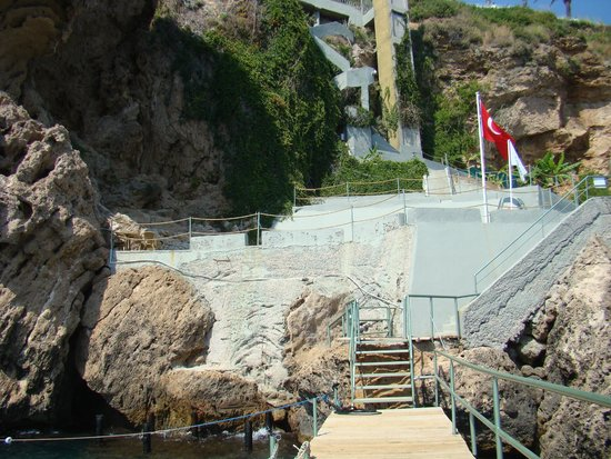 Antalya Adonis Hotel : Вид с пляжа