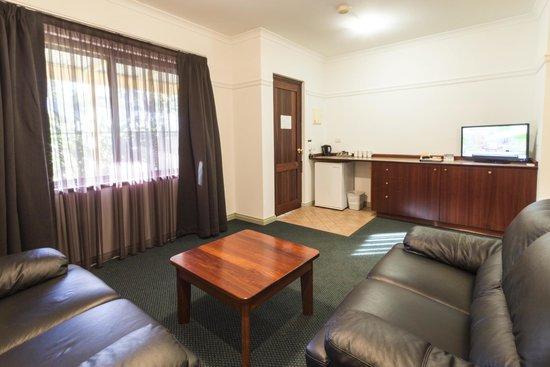 Quality Inn Margaret River: Apartment Lounge