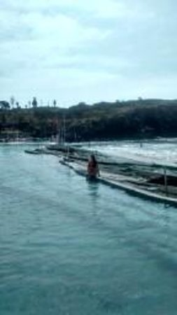 Alborada Beach Club: POOL FILLS WITH SEA WATER, VERY CLEAN AND REFRESHING. FANTASTIC SIZE POOL