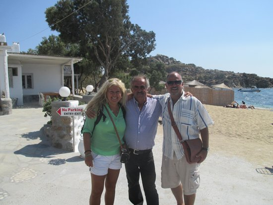 Agia Anna - Paraga Studios: George is in the middle. Hotel on the left, beach on the right