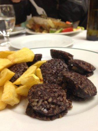 La Sanabresa: Morcilla de arroz (rice-stuffed blood sausage) with fried potatoes-- delicious!