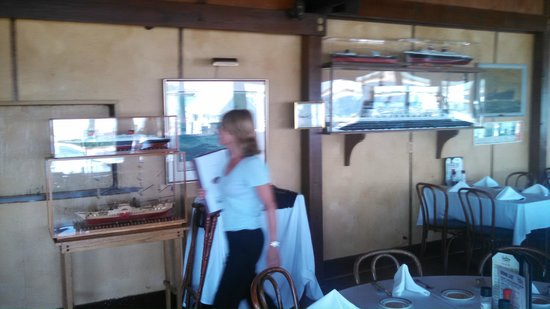 Bahrs Landing Seafood Restaurant: Wall Ship Displays