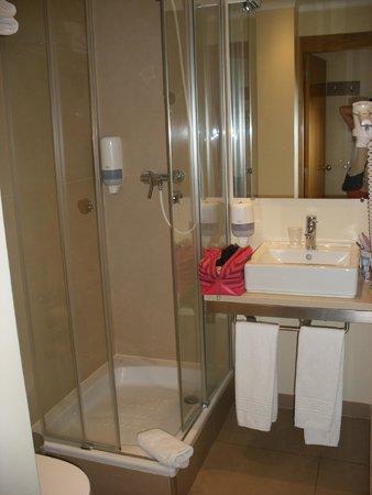 Hotel Principe Lisboa: salle de douche