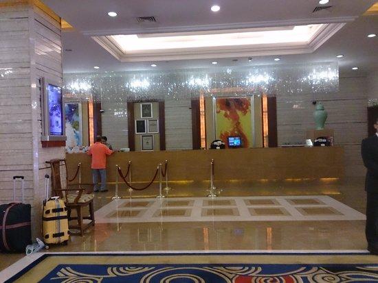 Tianfu Sunshine Hotel: Reception area