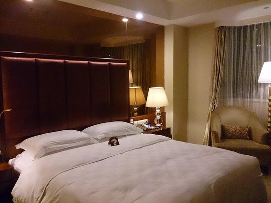 Tianfu Sunshine Hotel: Room