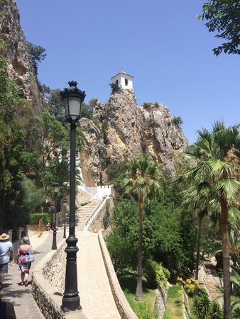 Guadalest Valley: Walk to the top of the town