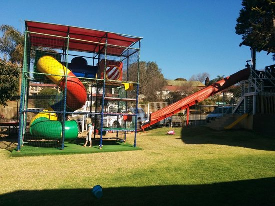 The Woodsman Pub & Restaurant: Playground at the back of the pub. Our three kids really enjoyed it while waiting fo a food