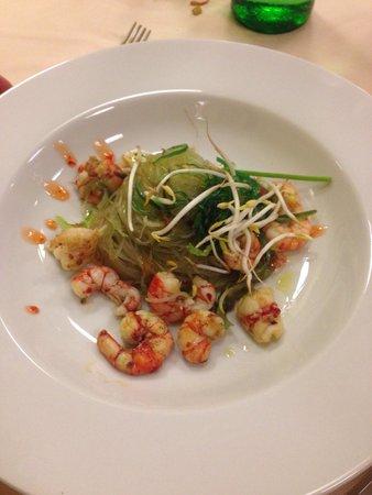 Il Portico: Spaghetti di soia con gamberi e alghe wakame