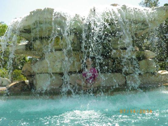 La Cantera Resort & Spa : waterf all in pool area