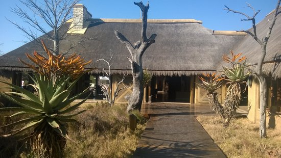 Kapama River Lodge: entrée de l'hotel