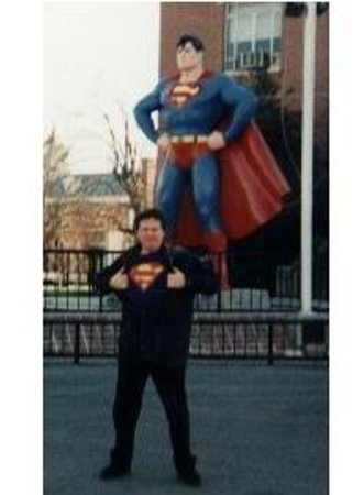 Super Museum : The author in front of the Metropolis Superman statue...