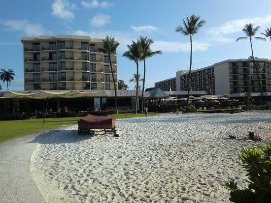 Courtyard by Marriott King Kamehameha's Kona Beach Hotel: ホテル目の前の小さなビーチ