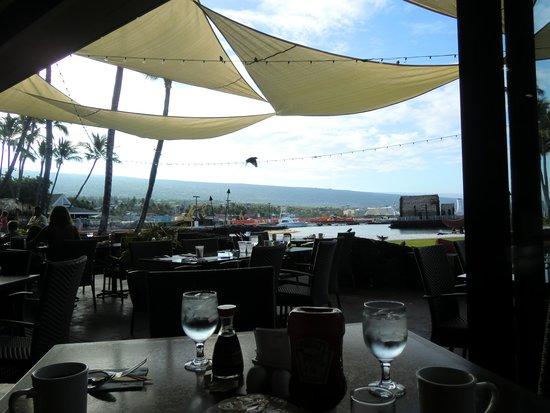 Courtyard by Marriott King Kamehameha's Kona Beach Hotel: 朝食時のレストラン