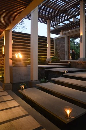 Four Seasons Resort Bali at Jimbaran Bay : inkomhal bar