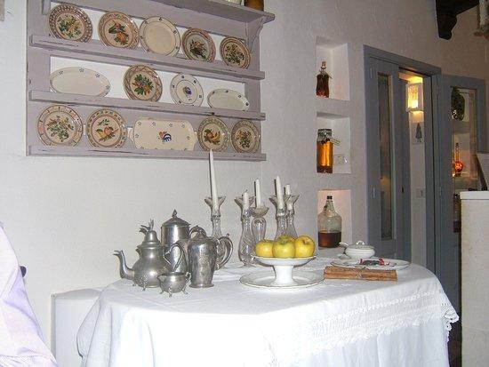 Masseria Salinola: A corner of the dining room