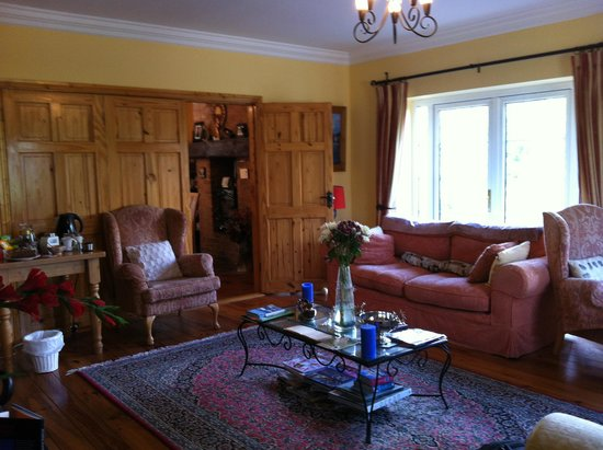 Newlands Lodge: Sitting room with a selection of teas and cookies