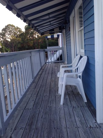 South Beach Inn: Cool deck to sit out and enjoy