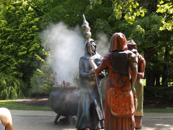 Grounds For Sculpture: 3 witches and cauldron