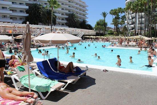 Hotel Servatur Waikiki : Piscina