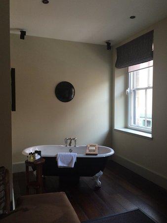 Hotel du Vin & Bistro : Suite bathtub