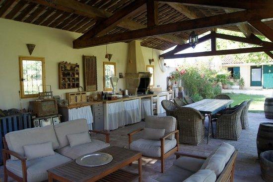Domaine des machottes b b grans france voir les for Hotel f1 salon de provence