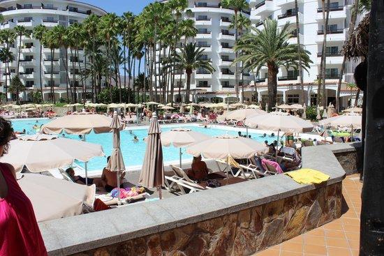 Hotel Servatur Waikiki: Piscina