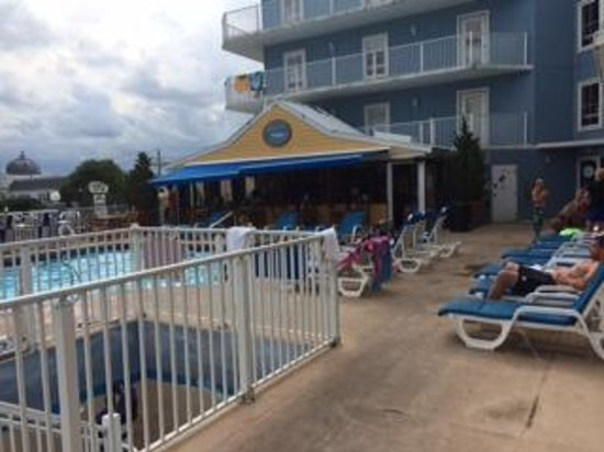 Tidelands Caribbean Hotel and Suites: Pool/Bar