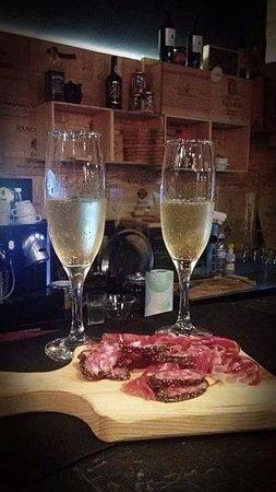 The Wine Box - Vinhos & Tapas: Bellota parma ham and champagne..
