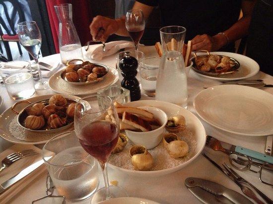L'Escargot Montorgueil: Escargots a 4 goût: fois gras, truffe , ail, beurre et or.