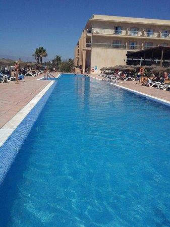 Cabogata Mar Garden Hotel Club & Spa: La piscina de arriba tiene unos 25m de longitud (ideal para practicar natacion) y 1.70m de profu