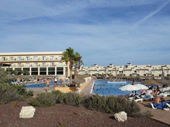 Cabogata Mar Garden Hotel Club & Spa: Ambas piscinas..