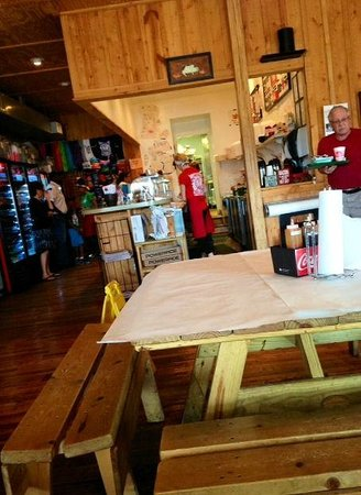 The Barbeque Exchange: Casual Friendly atmosphere at the BBQ Exchange