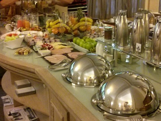 Royal Hotel Paris Champs Elysees: breakfast