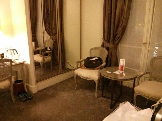 Royal Hotel Paris Champs Elysees: room