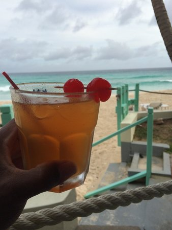 Coral Mist Beach Hotel: Rum Punch made by Shane