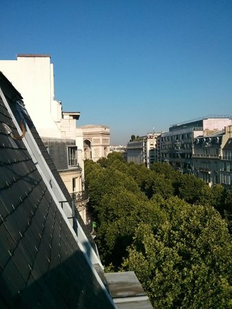 Royal Hotel Paris Champs Elysees: view room to etoile