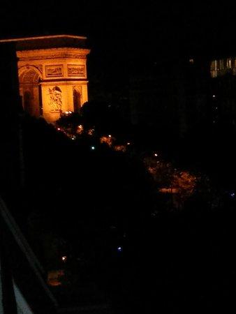 Royal Hotel Paris Champs Elysees: view room night